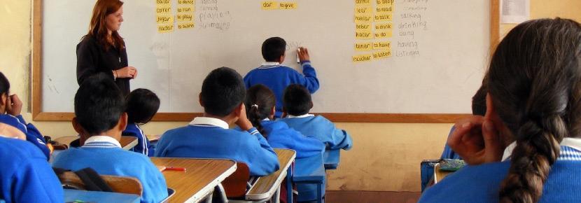 Une volontaire participe à une mission enseignement