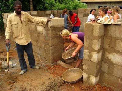 Participer à un chantier de construction au Ghana