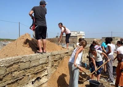 Volontaires sur un chantier de construction au Sénégal