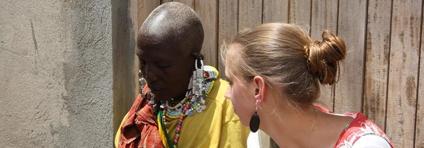 Une volontaire participe à un projet dans le domaine des droits de l'homme