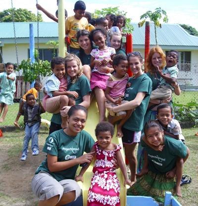 Aide aux enfants aux Fidji