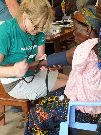 Volontaire sur notre projet d'assistance aux victimes du VIH/SIDA