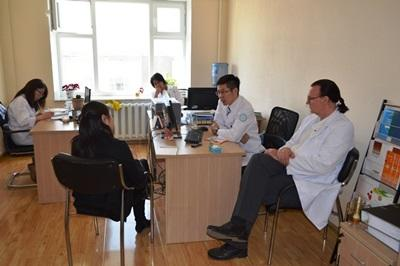 Un psychologue est en consultation dans un centre de soin à Oulan-Bator en Mongolie