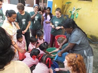 Volontaire lors d'une campagne médicale au Sri Lanka.
