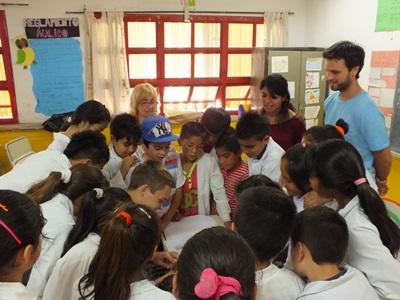 Campagne de sensibilisation médicale dans une école en Argentine