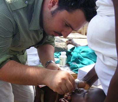 Stagiaire en soins dentaires au Ghana