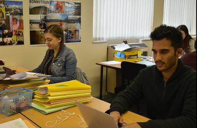 Les volontaires en droits de l'Homme en Afrique du Sud lors d'une réunion